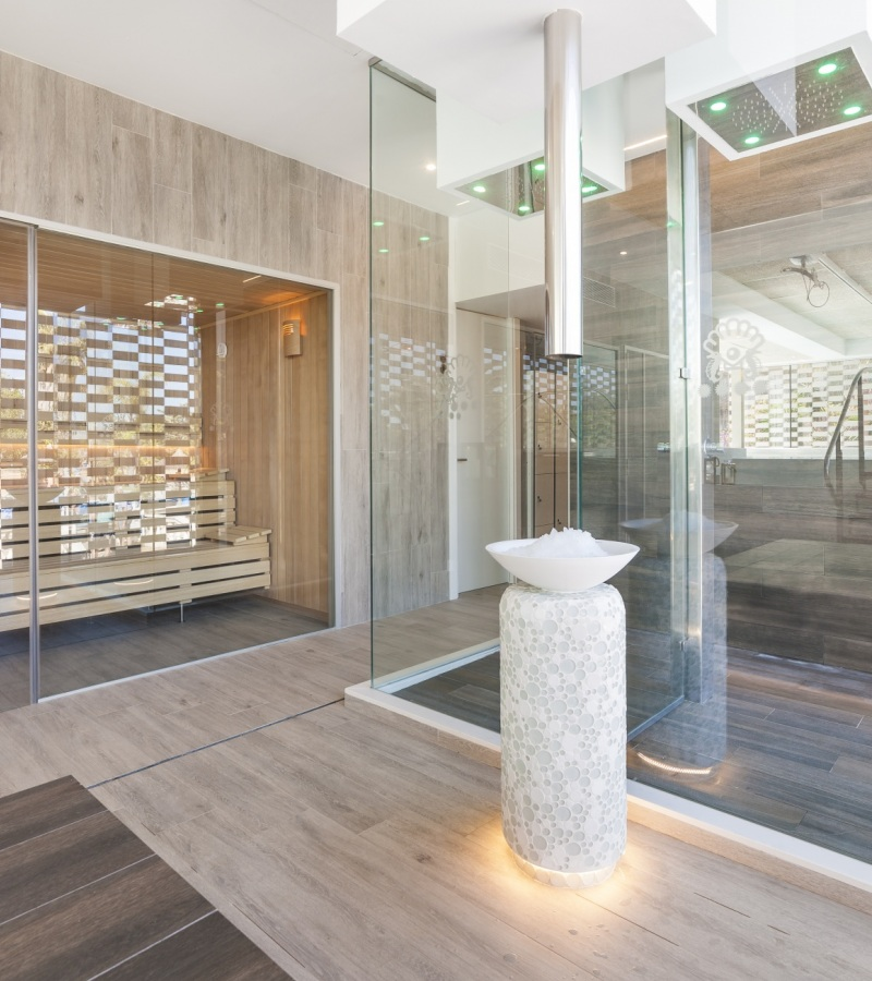 Freixanet Wellness develops the complete and elegant spa at Hotel Bahía de Alcudia.